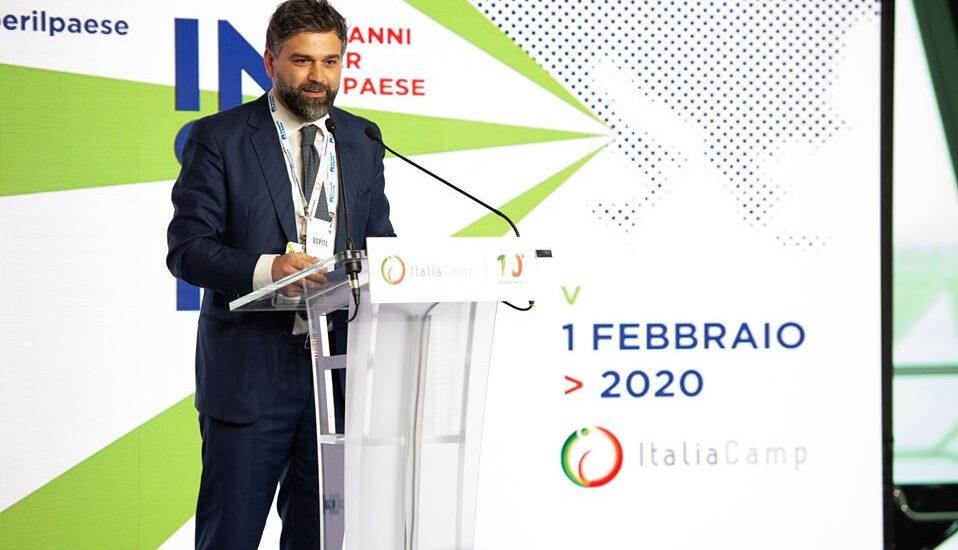 Leo Cisotta interviene durante l'evento Insieme: 10 anni per il Paese