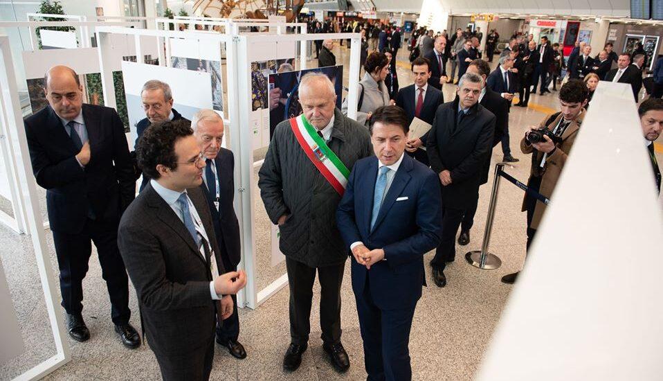 Giuseppe Conte visita l'Italia Team Gallery