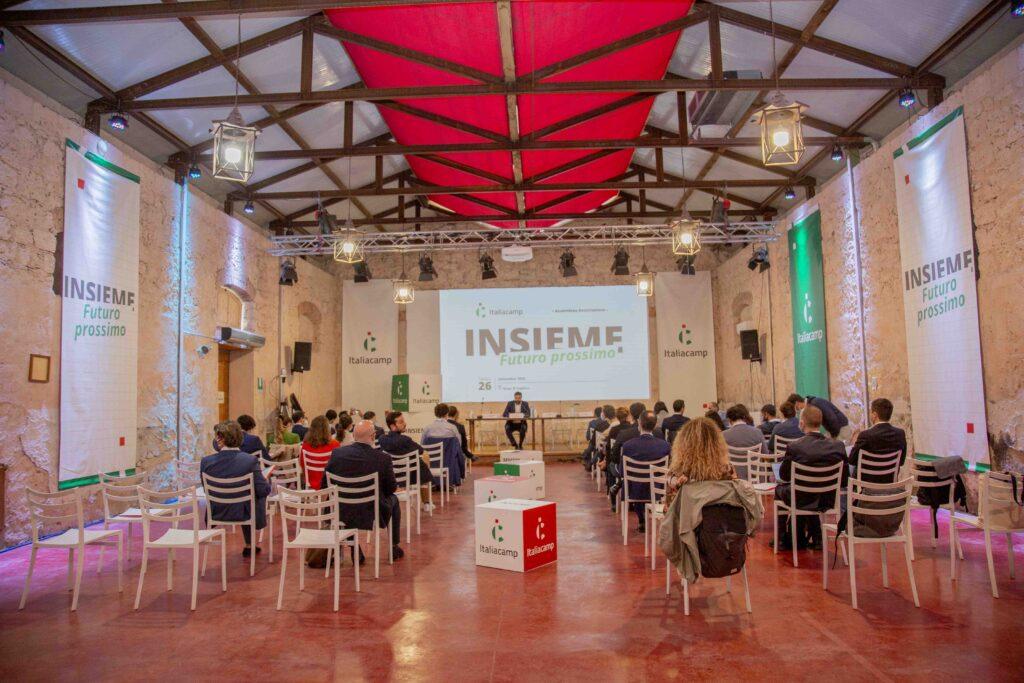 Insieme futuro prossimo assemblea Italiacamp platea